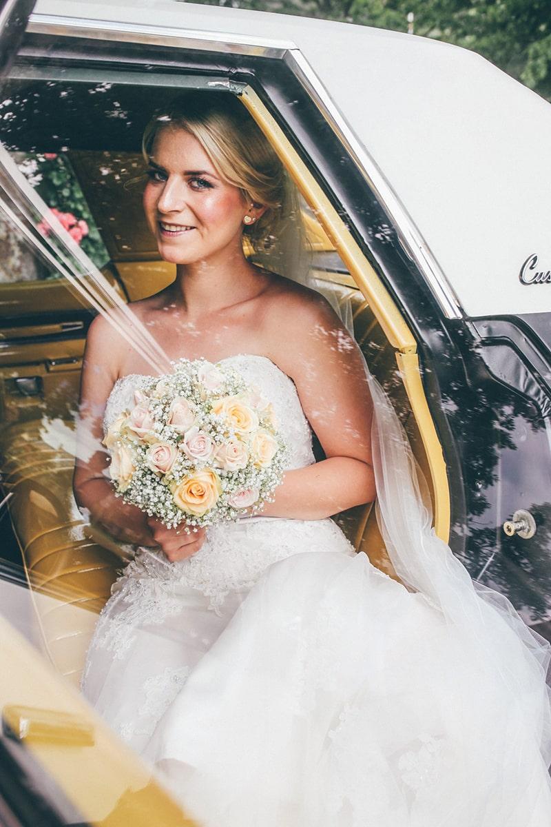 Pia + Oliver: Romantische Hochzeit im Standesamt Burgsinn